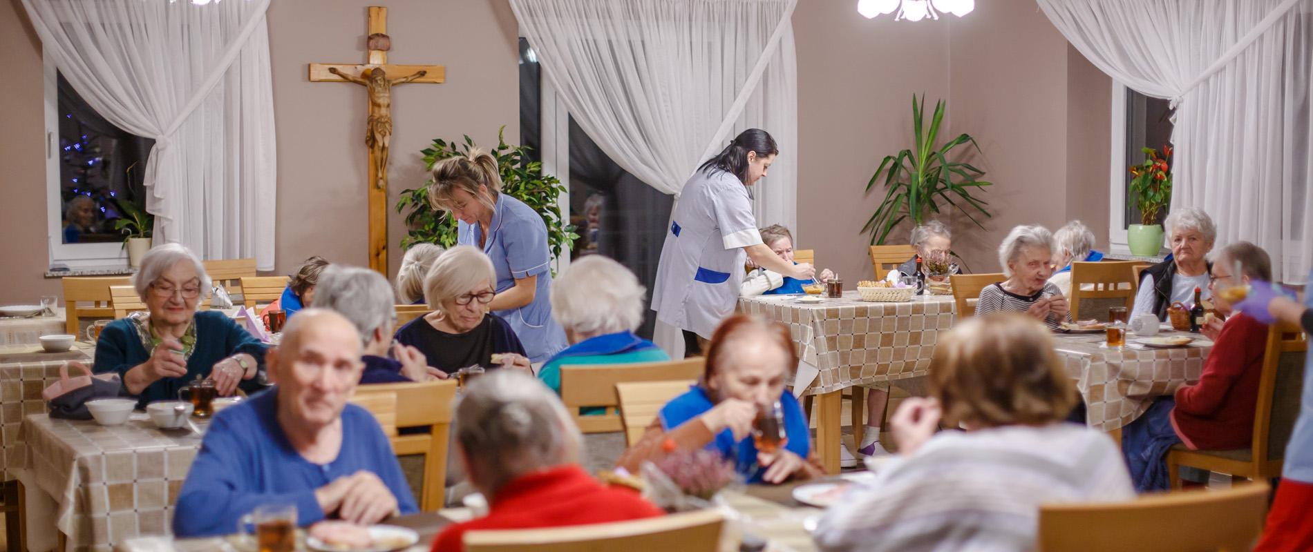 palac_seniora-slajd-opieka-calodobowa-osob-starszych